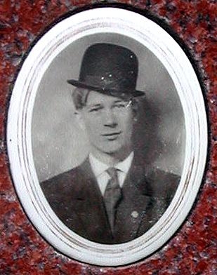 Bruno/Barney Rostkowski, gravestone portrait in hat